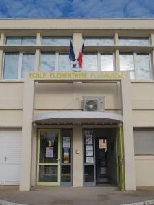 L'entrée principale de l'école, 30 allée de Montmeillant.