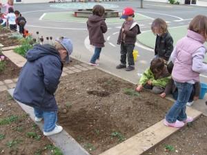 On prépare le jardin.